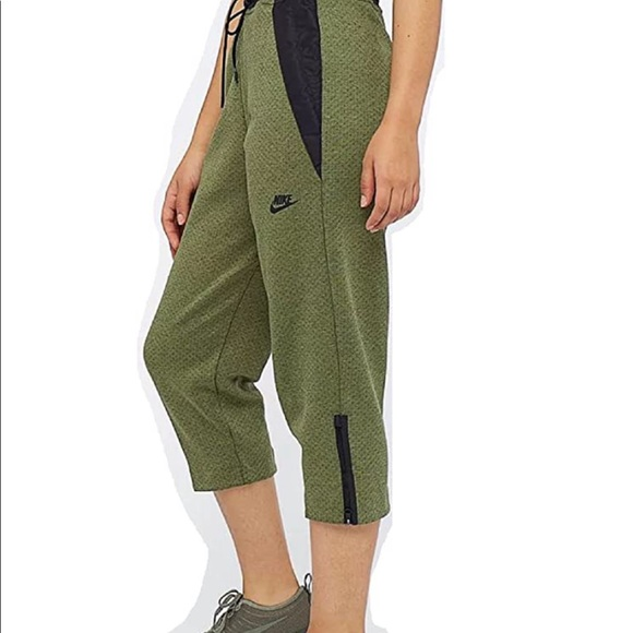 Nike Cropped Army Green Activewear Pants M 6 8